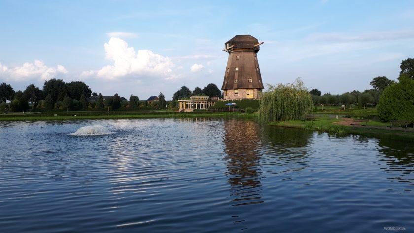 Lachsforellenteich mit Mühle im Hintergrund